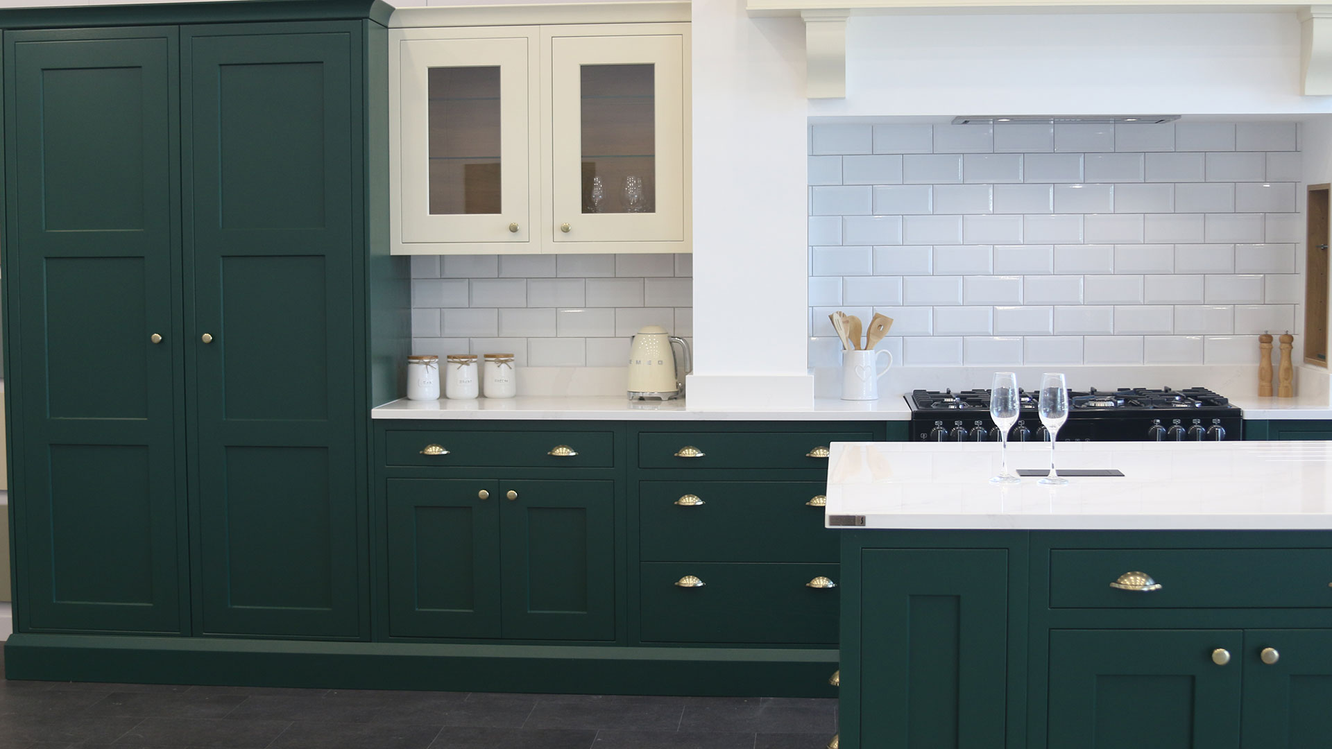 Baystone-Forest-Green-Cream-Top